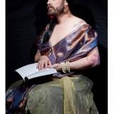 ke-2012-mujer-barbada-leyendo-un-libro-7793